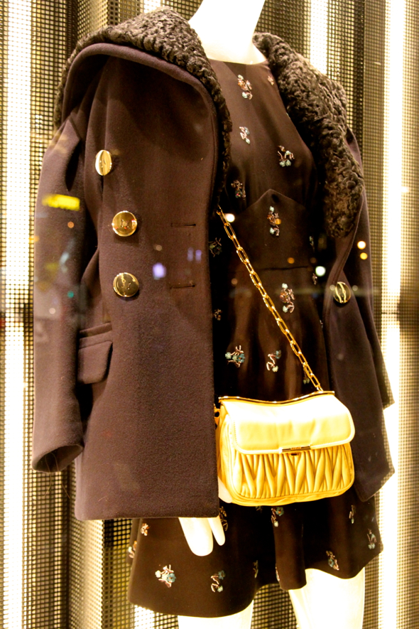 miu miu sac bag yellow leather jaune amarillo bolso coat manteau abrigo noir black negro 2013 2014 fashion luxe luxury winter autumn